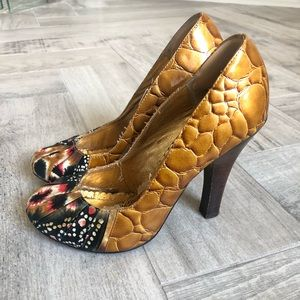 Naughty Monkey gold and black heels, Size 7